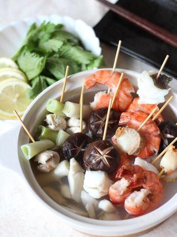串鍋も人気ですね。こちらは、海鮮たっぷりの贅沢な串鍋で、パーティーなどにもおすすめ。串に刺してあるので取りやすく、みんなでワイワイ楽しむにはぴったりです。