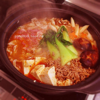 なべつゆなどでも人気の味、ごま坦々鍋。おうちにある材料でも作ることができます。寒い日には、思い切り辛みをきかせたお鍋もいいですね。