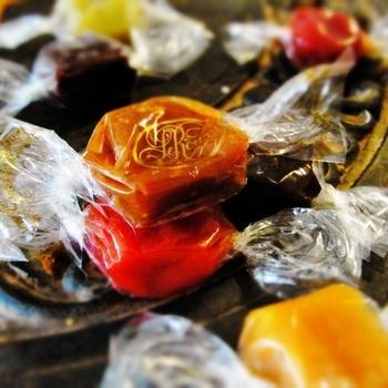 パクッとひとくち、ほどける甘さ。お洒落な「キャンディ&キャラメル」でちょっと一休み♪