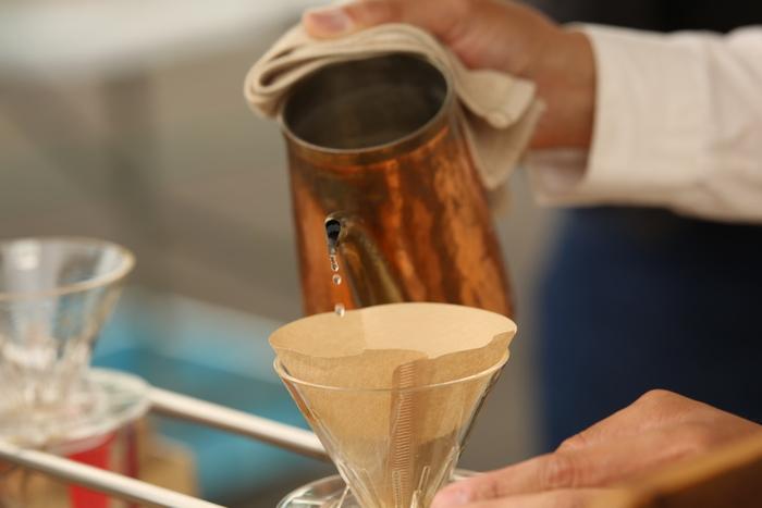 コーヒーにはいろいろな淹れ方がありますので、道具さえ揃えれば自分好みにこだわりのコーヒーを淹れることも可能です♪ただ技術は必要になりますので、まずはペーパーフィルターを使うハンドドリップなどのお手軽な方法からトライするのがおすすめ◎