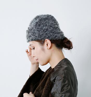 ■ロングビーニー■  ロングビーニーとは、その名の通り長いシルエットのユニークな帽子。折り返すことで自由に形を変形できます。ふわもこのロングビーニーで、冬のおしゃれアレンジを色々楽しんでみてください♪