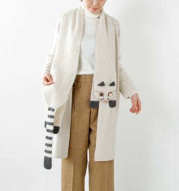 ■モチーフマフラー■  思わず一目ぼれしてしまいそうな、猫モチーフのマフラー。シンプルな服装のポイントに、くるりと巻くだけで可愛いですね♪