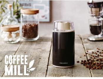 手動もいいけど時間がなかなか取れないという人には電動タイプもおすすめ♪こちらのミルはコーヒー1杯分の豆が約10秒でできあがります!形もコンパクトで収納面でのメリットも期待できそうです。