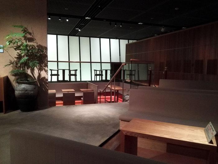 鑑賞後は、カフェで相田みつを氏の言葉をゆっくりと振り返ってみましょう。ゆとりのあるスペースになっているので、思い思いに過ごすことができます。