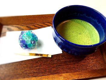 お抹茶と和菓子を美術館のカフェでいただけるなんて、幸せですよね。美しい日本画を鑑賞したあとの一服は、古風な気分になれそうです。