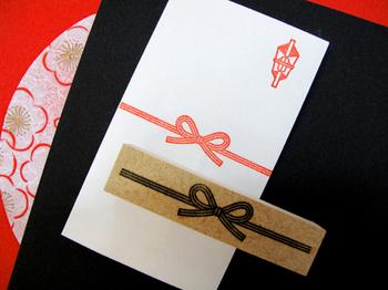 「贈る」気持ちを大切にすれば、型にはまらなくてもよいのです。  ラッピングを考えるような感覚で、飾り水引を取り入れましょう。
