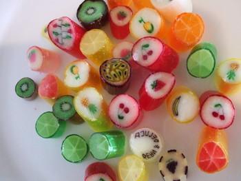 人気の「フルーツミックス」は、キウイやオレンジ、さくらんぼなど、フルーティーで可愛いキャンディが詰まっています。