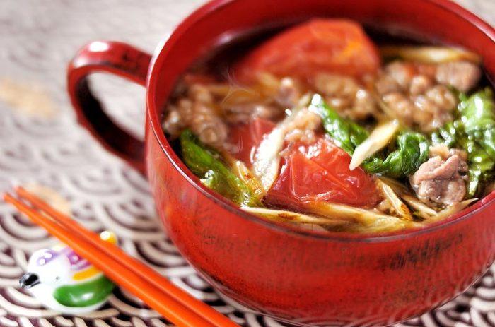 唐辛子で体がぽかぽかになるピリ辛牛肉スープ。これからの寒い季節やちょっと風邪ひいたかな?といったときにも食べたいスープです。手軽に作れるので休日のランチにもお勧めです。