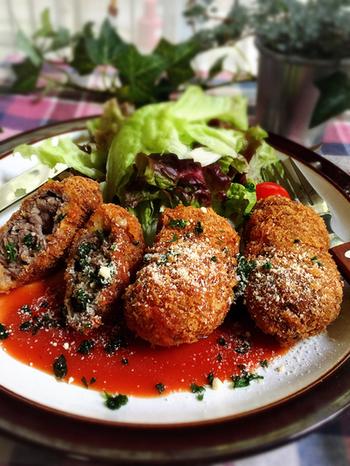 ビーフカツレツもお家で揚げると揚げ加減がなかなか難しいですが薄切り肉を使えばよりお手軽に。時短レシピですが見た目も豪華ですしおもてなしメニューとしても喜ばること間違いなし!