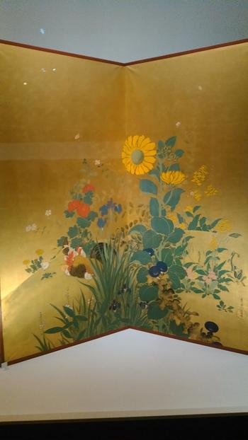 山種(やまたね)美術館は、広尾にある日本画専門の美術館。明治から現在までの近代・現代日本画を中心に、古画、浮世絵、油彩画など約1800余を所蔵しています。  横山大観や東山魁夷など、美術にあまり詳しくない方も聞いたことのある芸術家の作品に触れてみませんか?