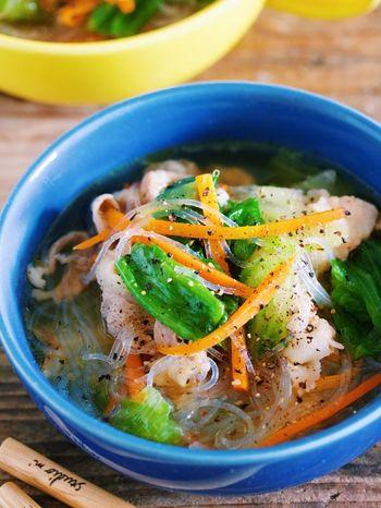 豚バラのコクとつるつると美味しい春雨コンビが織り成す食べ応えたっぷりのスープも調理時間わずか10分で完成!いろんな野菜を加えるほどに栄養もバランスよく採ることができ、身体にも嬉しいレシピです。