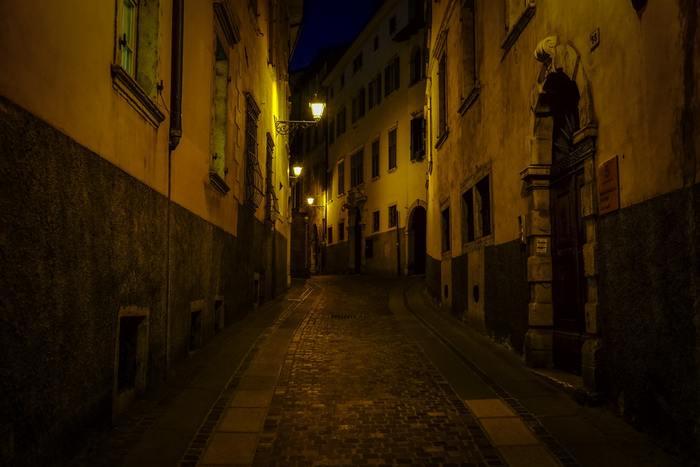 誰もが一度は耳にしたことのある夜想曲第2番は、ショパンのノクターンの中でも最も有名な曲です。まさに秋の夜長にぴったりの曲と言えるでしょう。