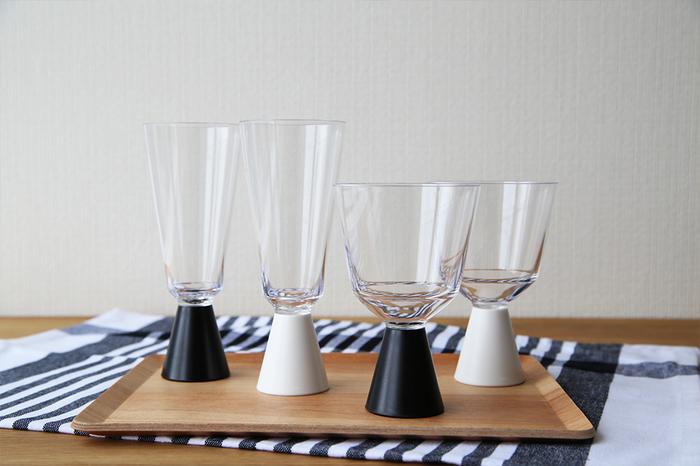 一見、硝子に見えますが、実はこれ樹脂製のワイングラス/シャンパングラス。本体部分とステム部分は取り外しが可能なので、持ち運びも簡単です♪
