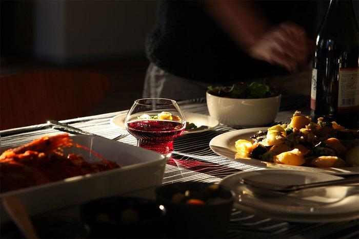 秋になればワインのシーズン到来です。その前までに、お気に入りのグラスを用意して待ちましょう。ホームパーティをスタイリッシュに楽しむのも、秋の夜長にゆっくりワインをたしなむも、秋晴れの空の下バーベキュー使うのも、すべてあなた次第。豊穣の季節をワインで楽しみ、ボジョレーヌーボーの解禁などのイベントも、お気に入りグラスでお祝いしましょう。とっておきのひとつに出会えますように。