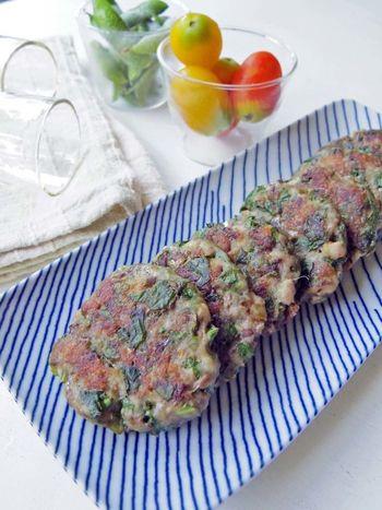 大葉とショウガの香り高い、イワシのさつま揚げは刻んで丸めて揚げ焼きするだけ。イワシを小骨も気にすることなく丸ごと食べられます☆お弁当にも活躍しそうな一品です。