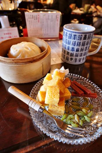 「悟空セット」は、3種類から1つ選ぶホカホカの饅頭と中国カステラ、ドライフルーツや干菓のセットで、小腹が空いたときにぴったり。