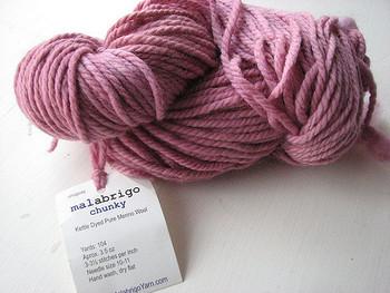 もちろん細めの毛糸も何本かまとめて一緒に編むのもOK!