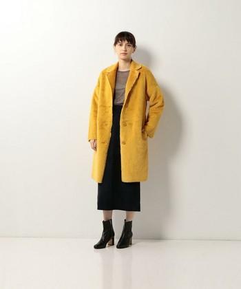 「LE MONT ST MICHEL(モンサンミシェル)」のフェイクファーコートは厚みがあまりなくシンプルなデザイン。その分カラーで個性を発揮。デニムなどのカジュアルスタイルはもちろんですが、ドレス等に合わせレディな仕上がりにするのも◎