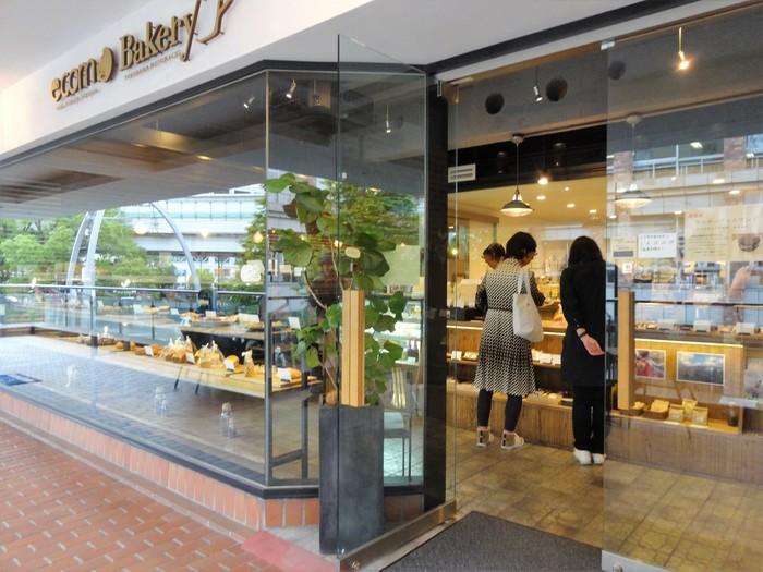 老舗ショッピングセンターの「元町プラザ」の2階にあるオーガニックベーカリー「ecomo Bakery(エコモ・ベーカリー)」。