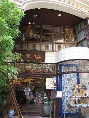 アールデコと中国の伝統様式がマッチした、古い上海の面影を宿した「状元樓」。まるで映画のセットのような外観に心がときめきます。