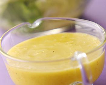 リンゴ酢で作る手作りドレッシングです。茹で野菜や生野菜サラダにたっぷりかけていただきましょう。