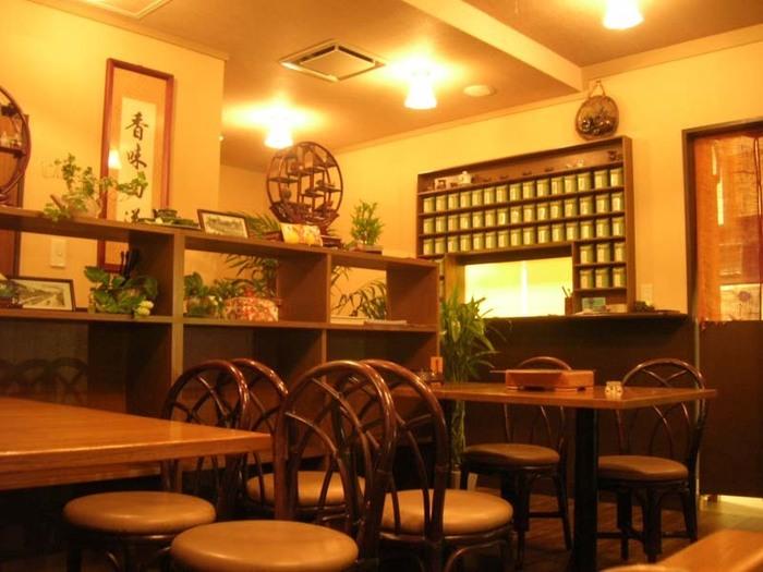 こちらの中国茶藝館茗香閣(ちゅうごくちゃげいかん めいこうかく)は、茶葉の管理も行き届いていて、美味しい中国茶や台湾茶が飲めると人気のお店です。