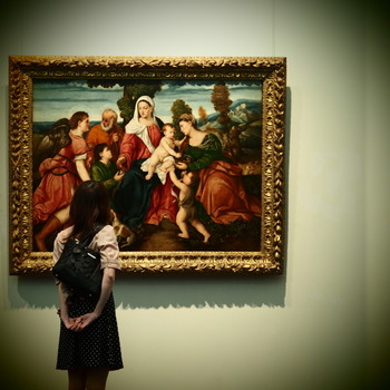 美人は知的好奇心を満たす努力を怠りません。教養を高めることは、人生を豊かにしてくれます。気になった美術館や博物館にはぜひ行ってみましょう。最近は、仕事に出ている大人のために、遅めの時間まで開けてくれる美術館もあるんですよ。