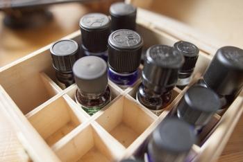 もちろん、残ってしまって使用期限が過ぎたアロマオイルでも、香りが変質していなければ大丈夫。アロマオイルは開封後約半年~1年程の使用期限なので、もし眠っているものがあれば、お掃除に活用しましょう♪