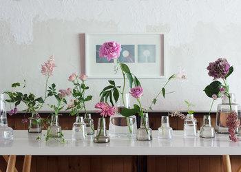 安定感のあるこちらの花瓶は一輪挿しにもぴったりです。お花の大きさに合わせて花瓶サイズを選ぶのも良いですね。