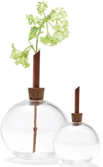 一輪挿しを極めるなら、こちらの花瓶もおすすめ♪