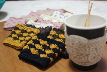コーヒーを飲んでるとついついカバーも汚しがち。何枚か作っておいて、その日の気分に併せて選んでみるのもヨシですよ。