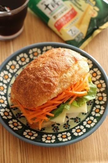 市販品や缶詰、たっぷりの野菜を使った常備菜レシピ。お弁当に詰めるだけでなく、パンに挟んでサンドイッチにしてしまえば、それだけで立派な一品の完成です!お時間があるときにたくさん作っておくと便利ですよ。是非試してみてくださいね。