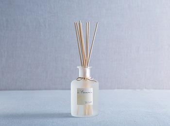 「太陽・光」「風」「水」をイメージした3つの香りがあるアルモニーのデフューザー。一歩入って自然な良い香りに包まれたら、素敵な時間を予感できそう。