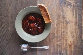 スープや煮込み料理などの料理が増えるこれからの季節には深めのお皿がおすすめです。秋の実りをめいっぱい楽しむための、お皿をぜひひとつ。