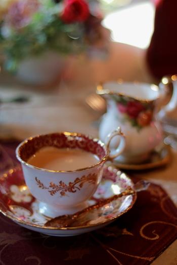 香り高い紅茶を片手に、名探偵気分で♪秋に読みたい「紅茶にまつわる推理小説」5選