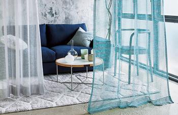 部屋の中を仕切るアイテムとしても、カーテンは大活躍。閉塞感を持たせないために、透ける素材を使いましょう。心地よいスペースづくりが叶います。
