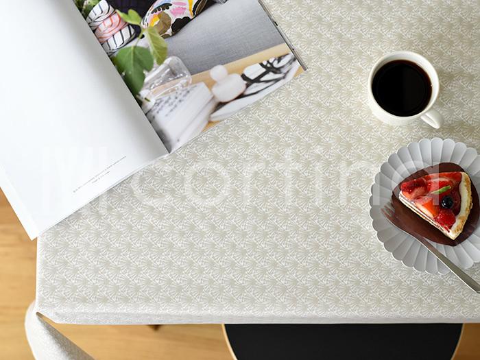 お茶やランチ、ディナーへのご招待のときは、テーブルクロスにこだわってみるのも◎。料理に合わせて、ゲストに合わせて、自由自在におもてなしのイメージを膨らませましょう。