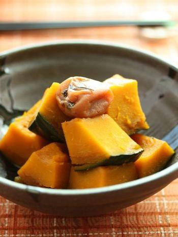かぼちゃの煮物を作る際に気になる煮くずれ。ところが、ルクエスチームケースを使用すれば、煮くずれることなくおいしい煮物が作れます。味付けも梅干しを入れることで引き締まり、梅干し自体もまろやかになるのでお弁当のおかずにもおすすめ。