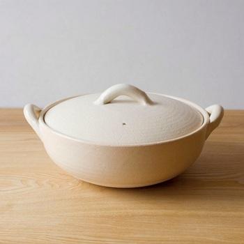 だんだんと寒くなる季節にはお鍋料理がぴったり。お鍋やおでんはもちろん、土鍋はお米を炊くこともできるので秋の食材をつかった炊き込みご飯もいいですね。ほっこり、私たちの心と体を温めてくれます。