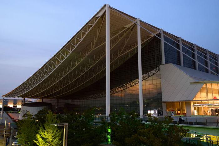 日本最大級のコンベンション施設である「幕張メッセ」。展示、コンサートなど様々なイベントが開催され、人気のあるイベントのときは駅が混雑することも。夏休みには恐竜展などの家族向け展示も毎年開催されているので、パパと子供がイベントを楽しんでいる間に、ママはゆっくりショッピングなんて楽しみ方もできそう。海浜幕張を訪れる前にぜひイベントをチェックしてみてください。