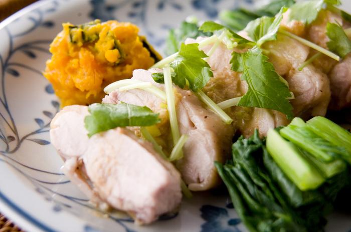 比較的安く買える鶏もも肉を使ったボリュームおかず。味付けを変えれば和・洋・中・エスニック、どんな料理にも変化してくれます。節約&時短にもってこいの高コスパレシピです。