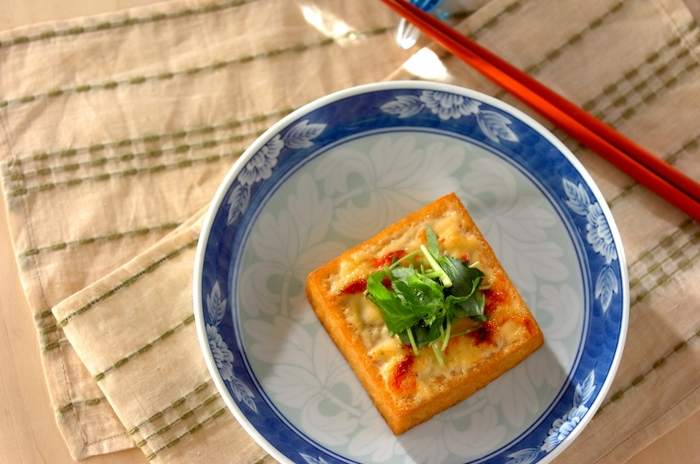 低糖質の厚揚げを使い、特製エビマヨを塗ってトースターで焼きあげました。献立がなんだか物足りない…というときに頼れる簡単レシピです。