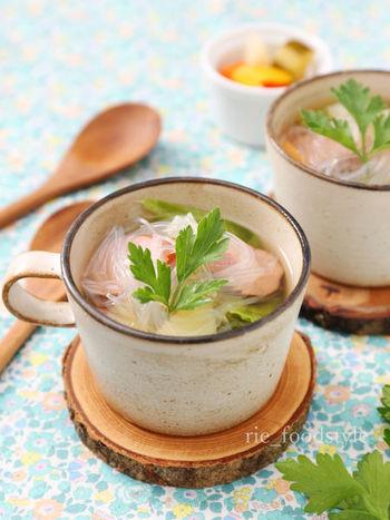 具だくさんの食べるスープも電子レンジで簡単に♪野菜と春雨が入っているので意外と食べ応えがありますよ。寒い日の朝食にもおすすめです。