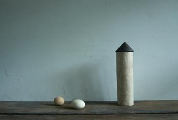 吉田さんの作品は、土の持つ温もりをダイレクトに感じることができる魅力があります。
