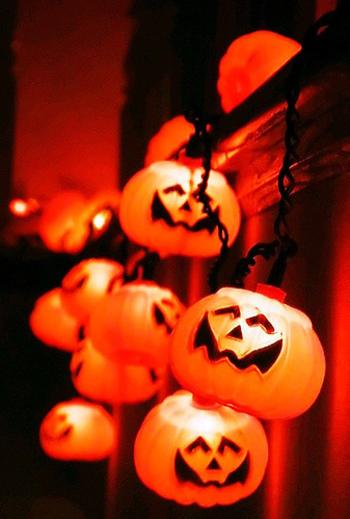 10月31日のハロウィンはヨーロッパ発祥のイベントで、もともとは悪霊を追い払い、秋の収穫をお祝いするお祭りでした。