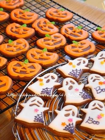 日本でもオバケやゾンビのコスプレや、ハロウィンのお菓子を食べてイベントを楽しむ方達が増えています♡