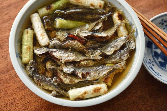 魚一匹丸ごと食べれる南蛮漬け。小あじなら包丁を使わないで手でさばくことができます。日持ちも1週間ほどできてしまう最強の作り置きです☆