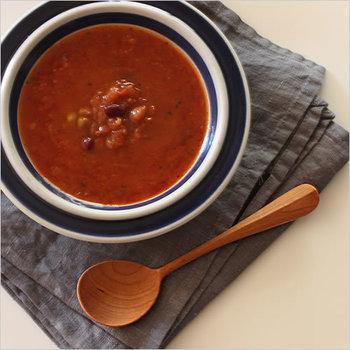 キュートなフォルムのスープスプーン。あたたかみのある木製のスプーンは使い込むほど色艶が増して、愛着がわいてきますよね。長く大切にしたいアイテムです。