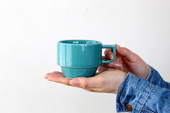 近ごろ人気の波佐見焼き「HASAMI」のマグカップ。古き良きアメリカのダイナーで使われていたみたいなレトロ&ポップなデザインがかわいい、丈夫で実用的なアイテムです。