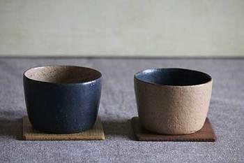 毎日の暮らしの中にある道具は、なにげない存在ですが心を豊かにしてくれるもの。そんな思いを込めて、お二人は日々器を制作しています。大量生産は出来ないけれど、手づくりだからこそ出来る温かみや優しい形が、いにま陶房の陶器には表れています。